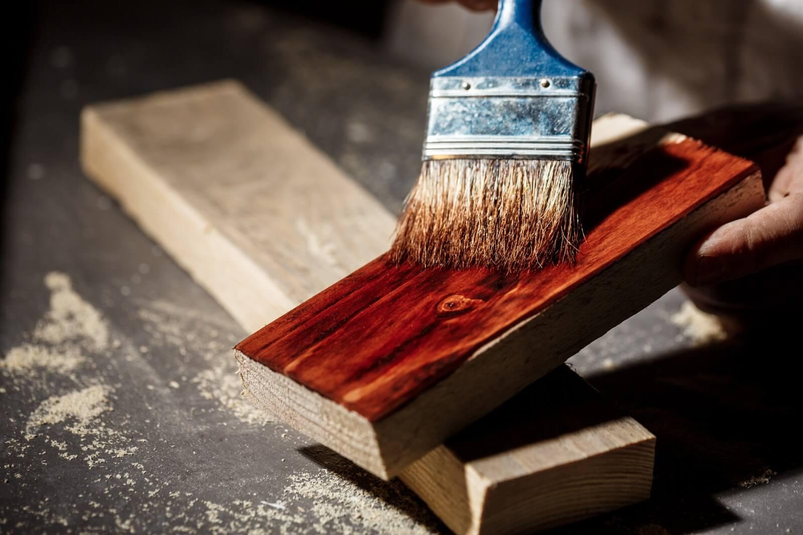 Pintura em madeira: saiba como preparar a superfície
