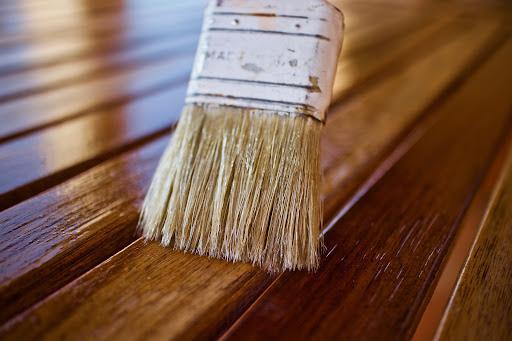 Por que utilizar verniz para madeira de uso interno?